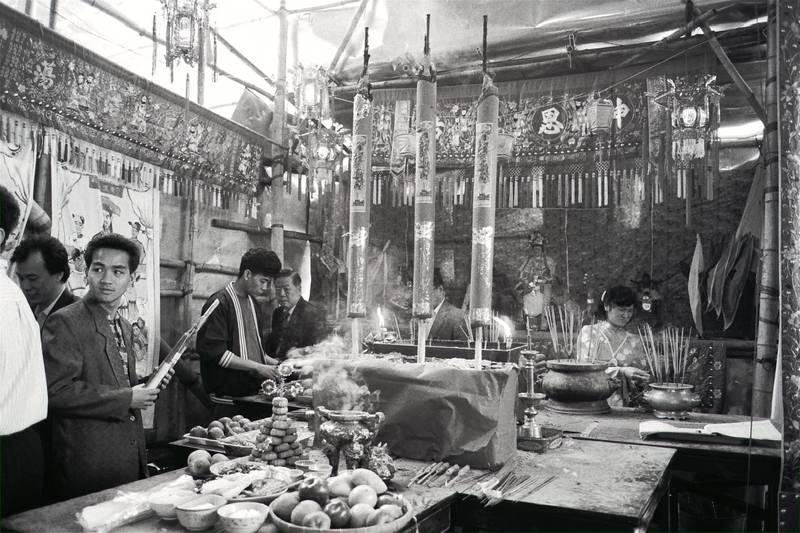 Residents of Grass Island (generally known as Tam Mun Chau) worship Tin Hau in hope of rewards during Tin Hau Festival.